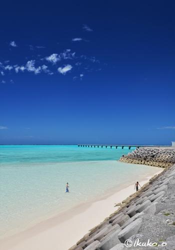 下地島空港脇の砂浜