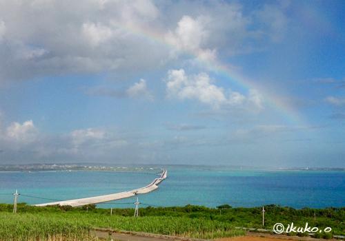 伊良部大橋と虹