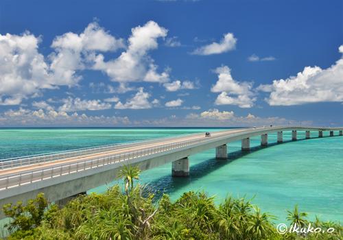 エメラルドの海にのびる伊良部大橋