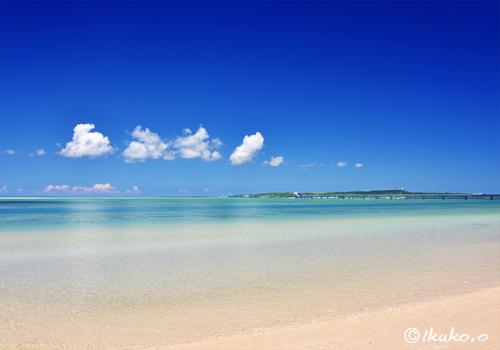 べた凪のビーチ