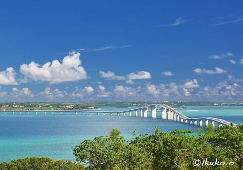 アーチが美しい伊良部大橋