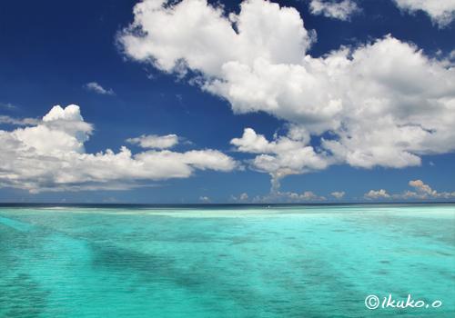 エメラルドの海と雲