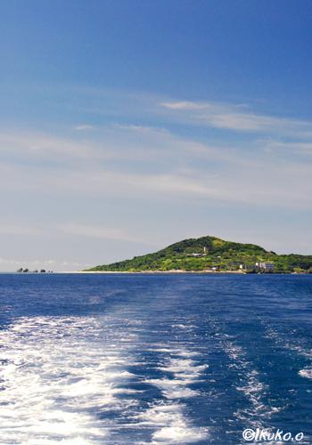 船の上から見た大神島