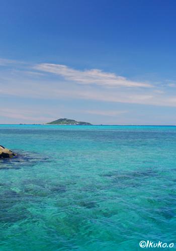 島尻漁港から見える大神島
