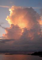 夕暮れの入道雲