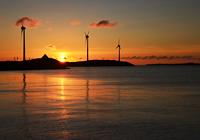 風車と夕暮れの風景