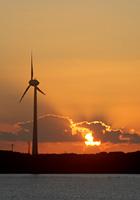 風車と夕陽