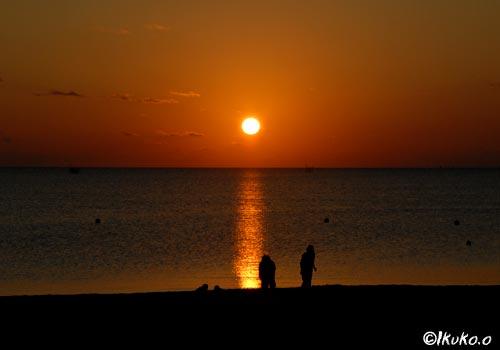 静かに沈む太陽