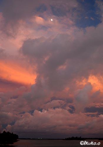 雲の中の夕焼け