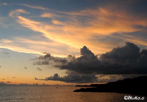 夕陽に染まる雲