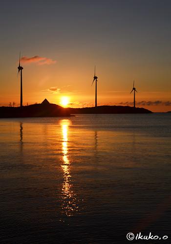西平安名崎に沈む夕陽