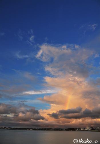 焼け雲の中の虹