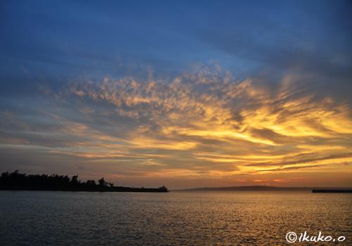 伊良部島上空の夕焼け