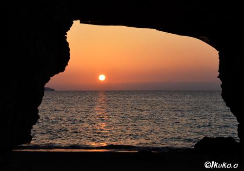 風洞の中の夕陽