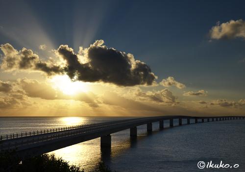 伊良部大橋と輝く海