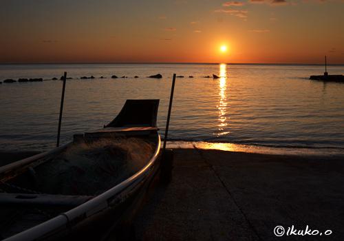 サバニと夕陽