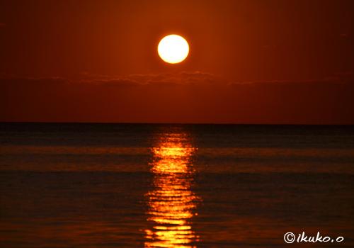 球体の夕陽