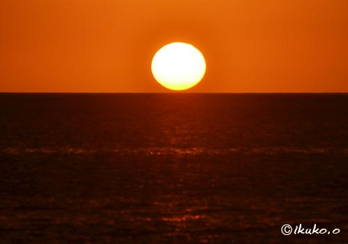 水平線上の太陽
