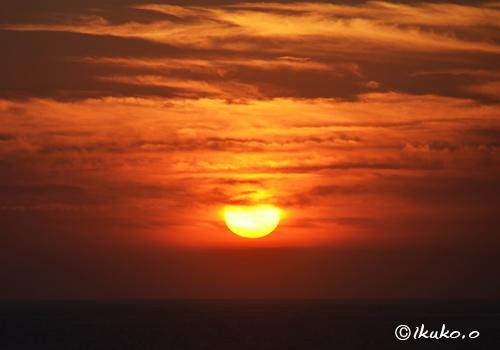 雲から落ちる太陽のしずく