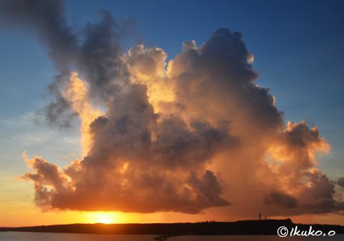 入道雲と夕陽