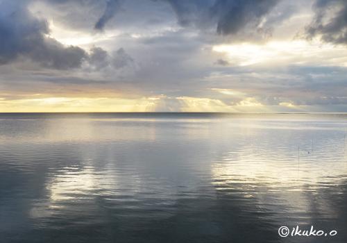 海面に映る光
