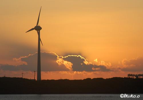風車のシルエット