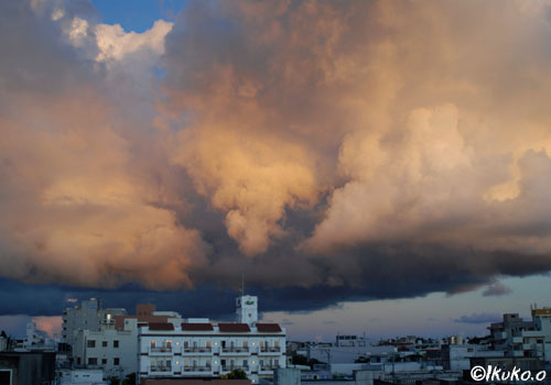爆発する雲