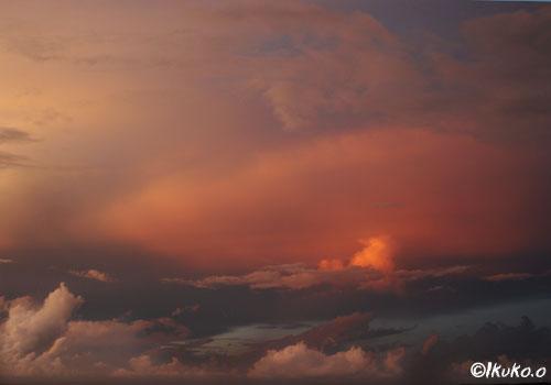 赤く染まる雲
