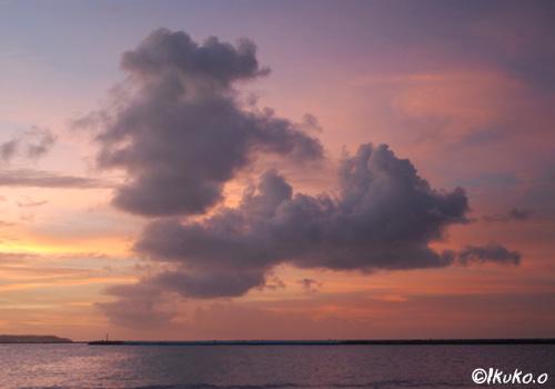 柔らかな夕暮れの空