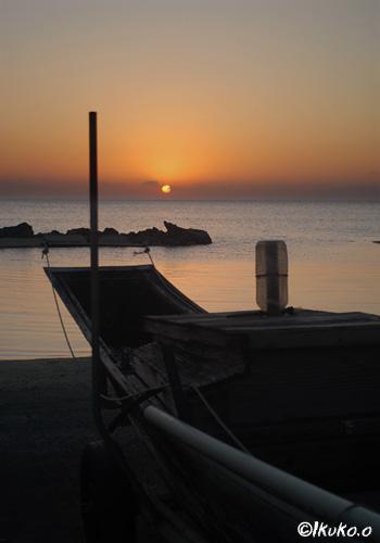 サバニと夕日