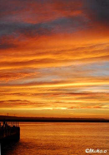 オレンジに染まる空と海