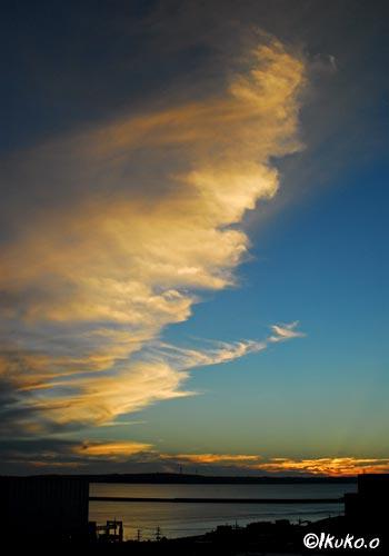 夕暮れの巻き雲