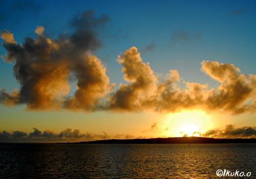 夕焼け雲の行列
